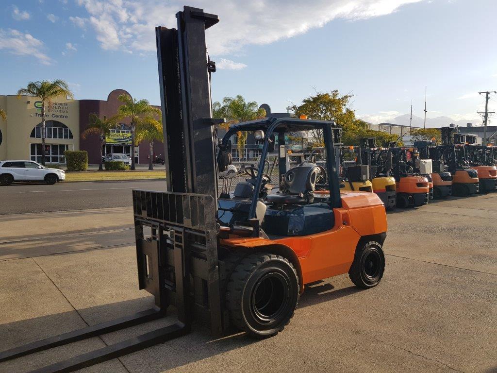 F3066: Toyota 02-7FGA50 - 5 Ton, 4.5 Meter Mast