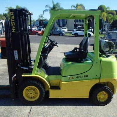 HYSTER 2.5 TON 2017 – SIDE SHIFT LPG – 3.35 MTR MAST – 3,400 HOURS.