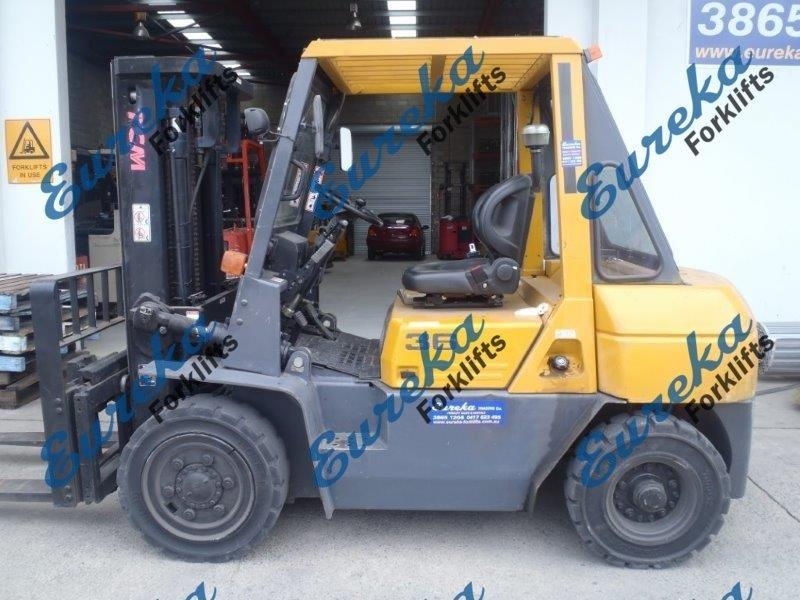 F3158: Used TCM Forklift With Container Mast, Low Hours & Side Shift
